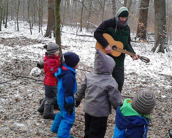 waldkindergarten_berne_musik_im_wald